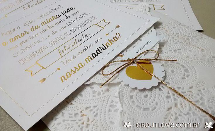 Envelope rendado com fechamento em cordão dourado