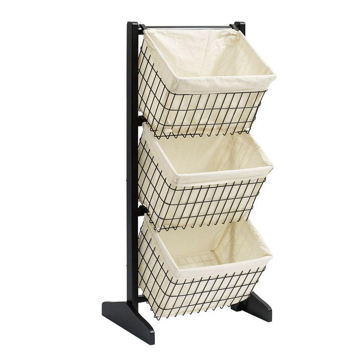 Fijntjes! Dit mooie houten rek heeft 3 metalen zwarte manden eraan zitten. In de zwarte metalen manden zit mooi linnen geweven. Leuk om in de keuken te plaatsen. Gaaf om als broodmand te gebruiken. Maar er kunnen natuurlijk  allerlei keukenspullen in. Ook leuk om ergens anders in huis te plaatsen, zoals op de toilet of de slaapkamer. Dit gave rek is afkomstig van het Deens merk Nordal.