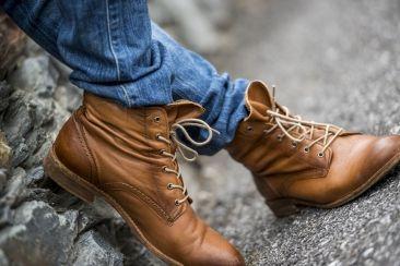 Braune Mustang Schnür-Stiefel