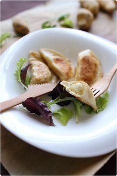 Les pierogi sont des raviolis d'origine polonaise. Il s'agit d'une farce de pomme de terre, oignons et fromage blanc typique de Pologne. La pâte est un peu