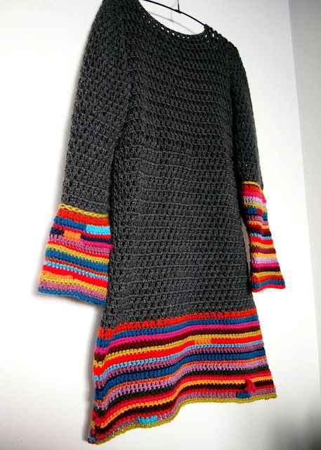 I'm going to make myself one of these. LOVE LOVE LOVE the colourful sleeves and base!
