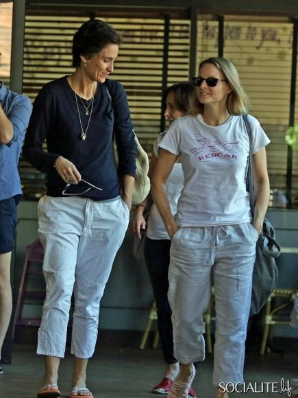 Jodie Foster and her reported new girlfriend, Alexandra Hedison, share breakfast together at Charlie's Pantry in Beverly Hills, California. ...