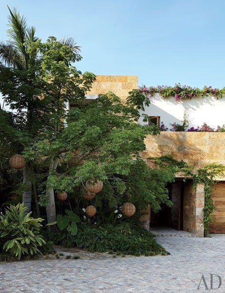 Façade of Clooney's House The façade of Clooney's house features Morisca quartzite from Brazil. by Legorreta + Legorreta