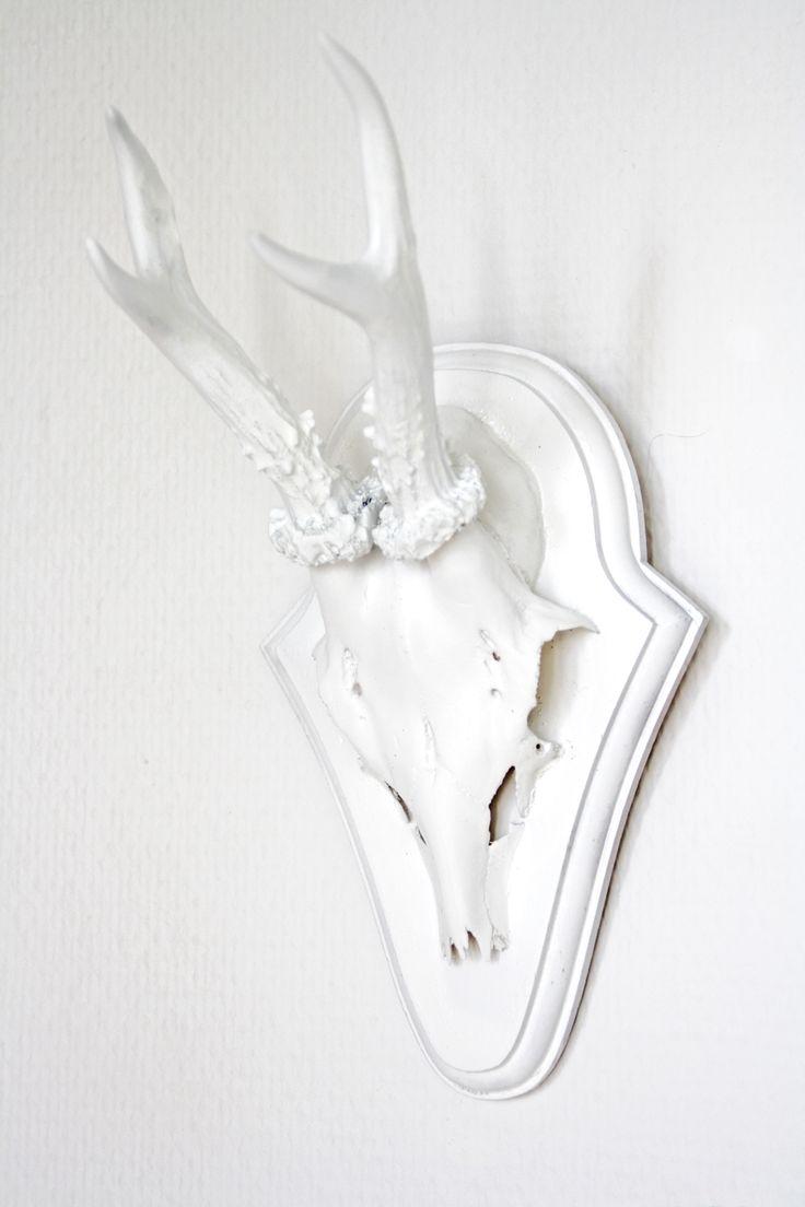 schereleimpapier: DIY Geweihe weiß oder bunt färben als Deko für Wohnzimmer, Arbeitszimmer etc. || DIY coloured antlers horns for decoration || Home Interior Design