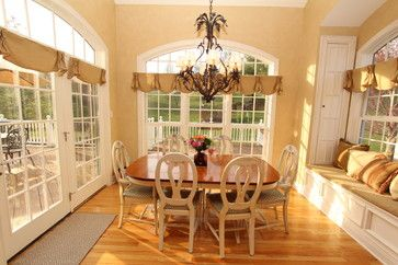 17 best ideas about casual family rooms on pinterest for Casual dining room curtain ideas