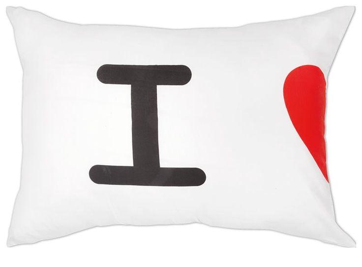 Liefde is... samen gaan slapen. En daarom heeft Xenos deze romantische kussenslopen!