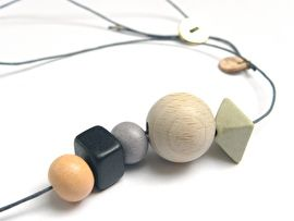 CERAMIC & BUTTON NECKLACE