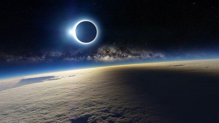 Záběr na zatmění Slunce z ISS je úchvatný, ale falešný. Jde o renderovanou scénu
