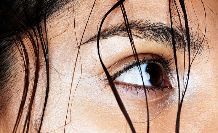 Hier kommt der Geheimtrick für volle Augenbrauen (und du hast die Wunderwaffe garantiert schon)