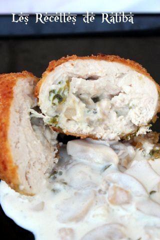 Escalope de poulet panée farcie au fromage et creme au champignon