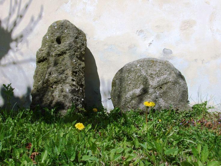 Manětín- last cemetary - gothics and a flowers