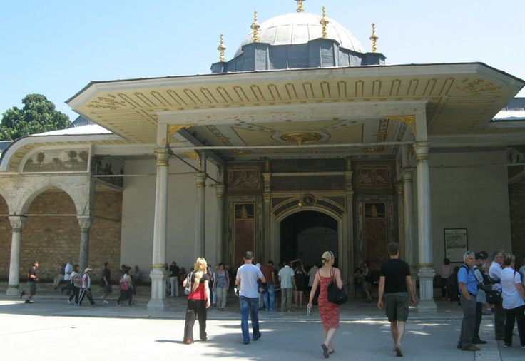 The first palace of the Ottoman Empire Topkapi palace. Sultan Mehmet are made on time. There are harem sultan and women live, where you're family. Treasury precious gems and treasures are exhibited here.