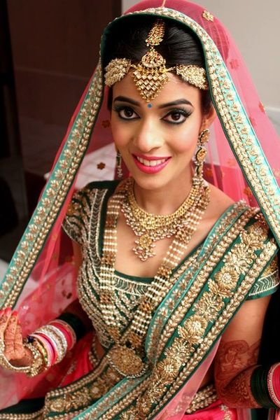 bridal jewellery, maang tikka, unique edgy, mathapatti, dramatic eyes, pink lipstick, pink and turquouse, polki, jadau, raani haar