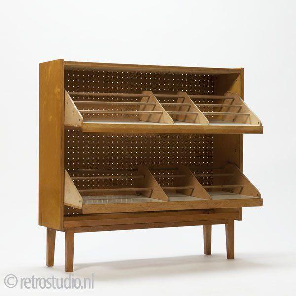 Schoenenkast in berkenhout - Klik op de afbeelding om het venster te sluiten