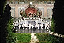 23. července 2004 - P. I. Čajkovskij - Labutí jezero - baletní pohádka na otáčivém hledišti, Mezinárodní hudební festival Český Krumlov, zdroj: © Auviex s.r.o., foto: LiborSváček