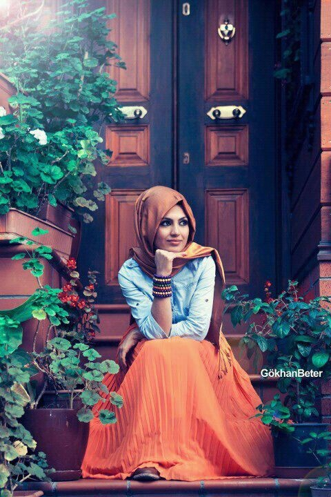 Love the orange maxi skirt. I think this is so cute! #hijab #hijabi #style #fashion