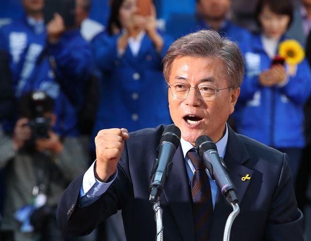 한국일보 : 정치 : '1강' 문재인 40% 궤도 안착… 안철수 24%ㆍ홍준표 12%