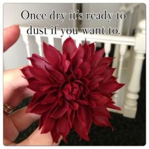 How to make a Dahlia Without Cutters - by LMCakeDesign @ CakesDecor.com - cake decorating website by batjas88