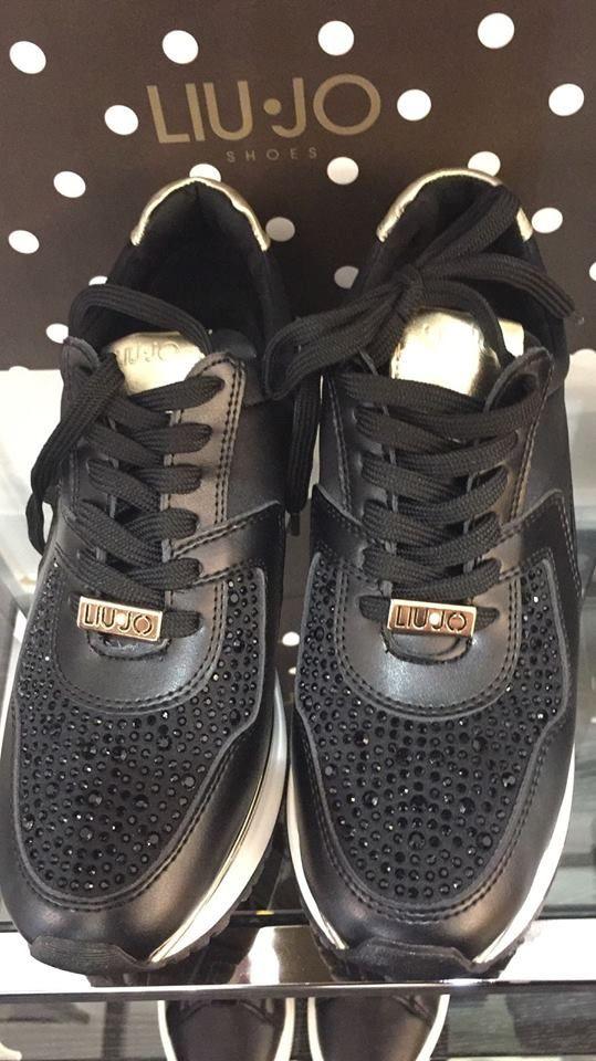 Shopping online su http://patriziamartinimagazine.altervista.org/prodotto/sneakers-aura-liujo-shoes/ Sneakers LiuJo, per essere chic anche durante il tempo libero! Queste sneakers con dettagli laminati e strass, doneranno luce al vostro look sportivo