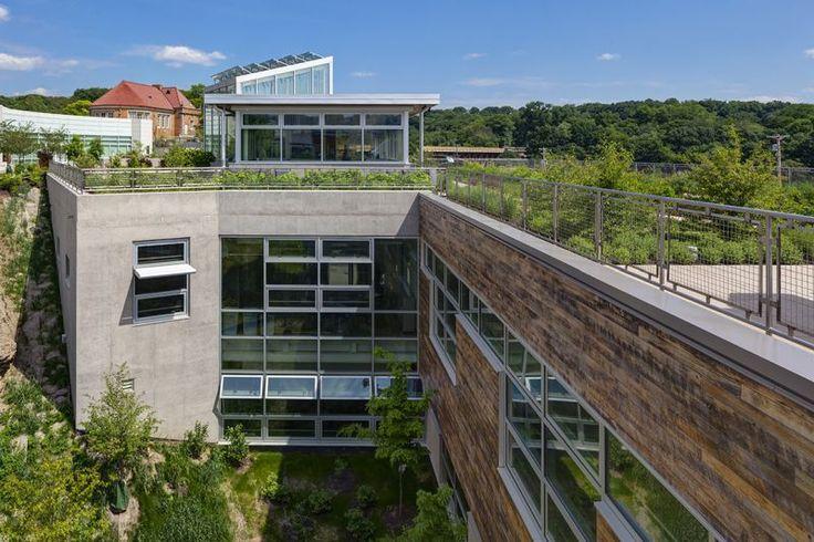 Исследовательский центр экоустойчивых ландшафтов (Center for Sustainable Landscapes , CSL) в Ботаническом саду и оранжереях Генри Фиппса в Питтсбурге, штат Пенсильвания.