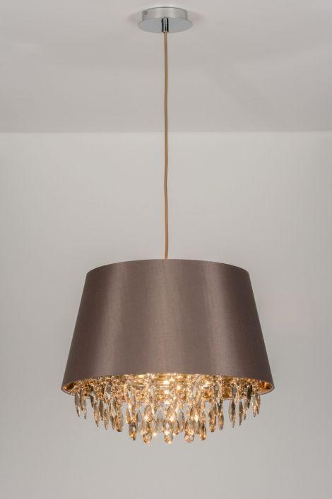Home interior lights / ONLINE SHOP : click on this LINK ( www.rietveldlicht.nl ) Verzendkosten gratis .  Geschikt voor LED . 45cm ..Schitterende hanglamp met taupe-kleurige kap en bruine kristalletjes. De binnenkant van de kap is goudkleurig. Hangt met een bruin strijkijzersnoer aan de chromen plafondkap. Ook met zwarte lampenkap of witte kap leverbaar. Voor eettafel / keuken / slaapkamer .