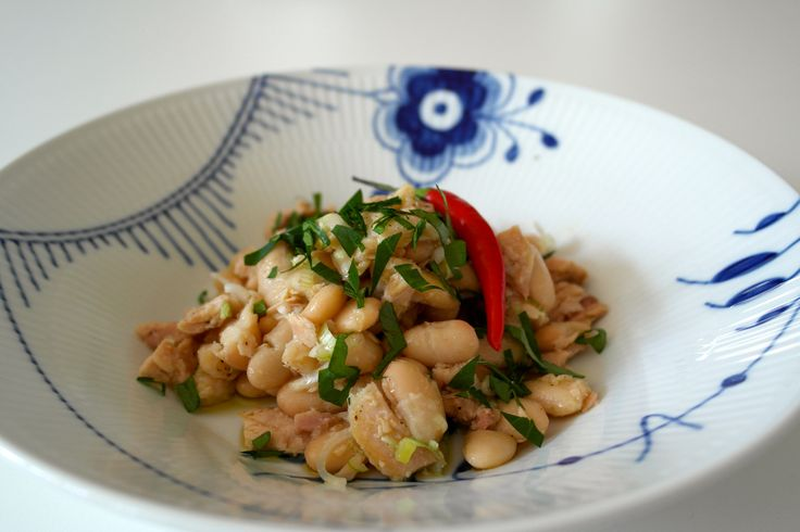 White tuna and giant beans salad - home made fast food - FoodFamily