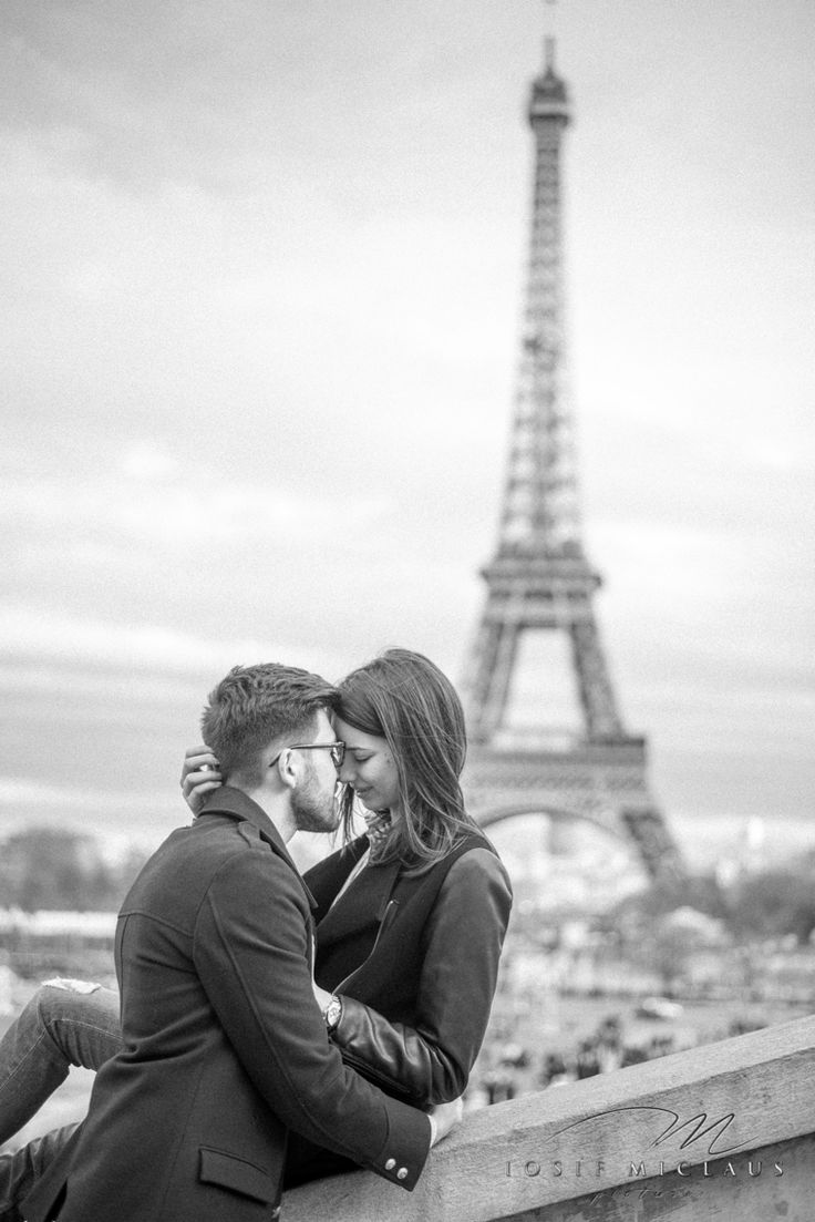 Lovers in Paris. #peace #love #beautifultimetogether
