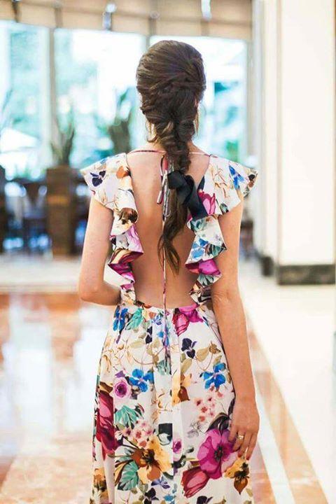 a00e0478519 Vestido con flores descubierto de la espalda   vestidos en 2019 ...