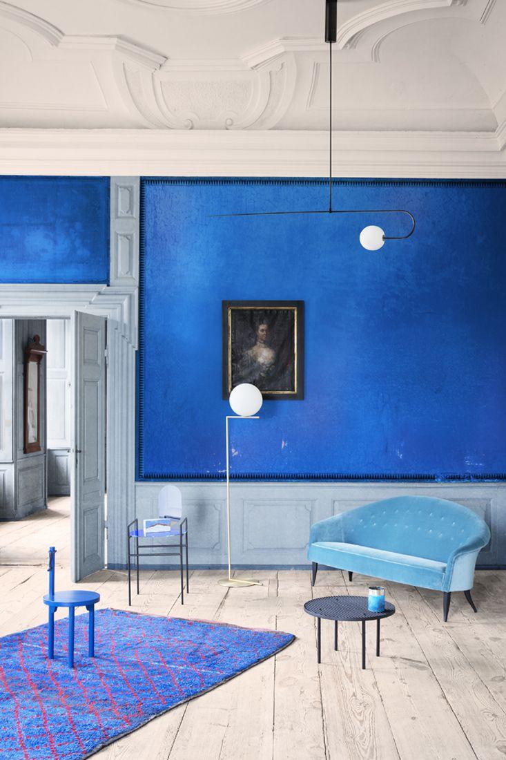 Ausbau blau farbe blau blau wohnzimmer blau interieur blauen wänden holzfußböden farbe inspiration stühle