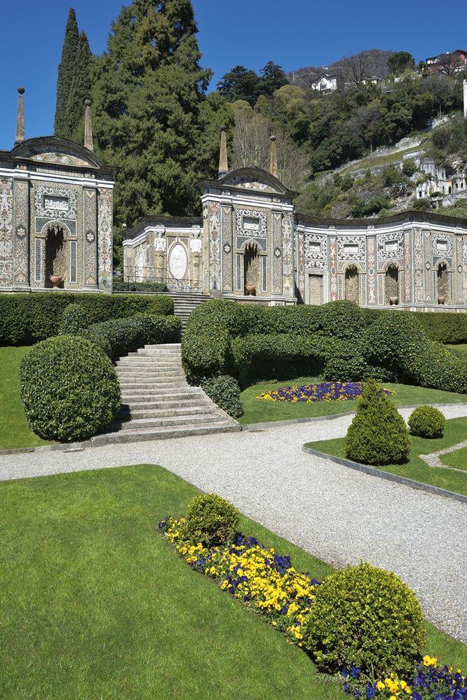"""O Hotel Villa d'Este localizado às margens do Lago Como, Itália, foi classificado pelos editores da Revista Forbes como """"The World's Best Hotel""""."""