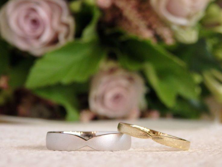 ベースの形をお揃いに、お気に入りの加工で仕上げた結婚指輪  [marriage,wedding,ring,bridal,K18,Pt900,マリッジリング,結婚指輪,オーダーメイド,ウエディング,ith,イズマリッジ]