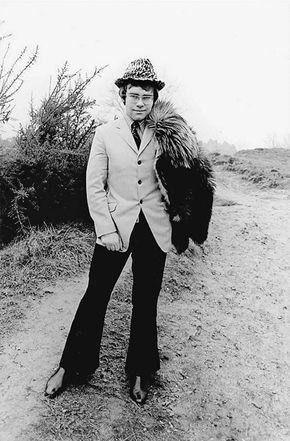 1968: Elton John's First Photo Shoot