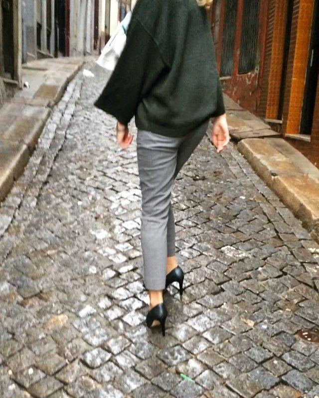 Hit the city and follow its music in #Zurbano the STELATO high heels!  Shop now at: www.zurbano.pl  #ZurbanoShoes #highheels #leather #darkgreen #pumps #luxury #handmade #ShoesandtheCity #city #vibes #saturday #night #goodvibes #street #Porto #Portugal #music #highfashion #fashion #movie