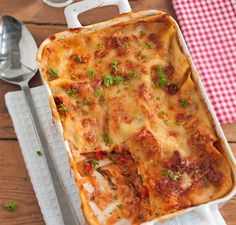 Suussa sulavasta lasagnesta löytyy kesäkurpitsaa, paprikaa ja aurinkokuivattua tomaattia. Tuhtia mutta silti myös terveellistä!