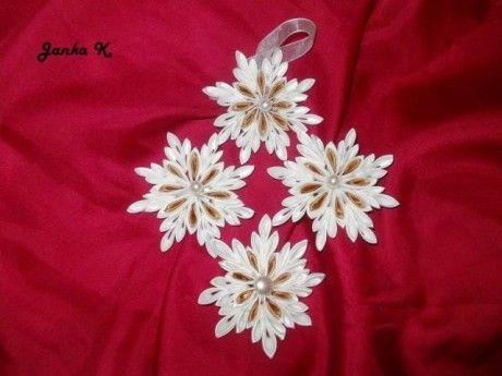 Inšpiratívne dekorácie - Fotoalbum - Kanzashi kvietky - brošne, čelenky a ozdoby - snehová vločka-ozdoba na stromček