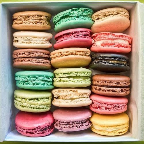 macaroons.....i thought they were pretty patties: Macaroons, Sweets ...