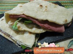 Piadina farcita , ricette piadine  #ricettegustose #ricette #gustose  #piadina #farcita