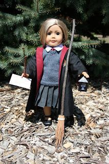 Lots of great free patterns for Harry Potter for your American Girl doll - overview of all goodies
