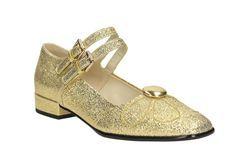 Voor vrouwen die naar comfortabele schoenen kijken en toch iets moois aan de voeten willen hebben zijn platte schoenen een goede oplossing. De hak is helemaal niet hoog, dus het stapt net wat makkelijker en toch heb je een klassevolle afwerking. Er zijn veel vrouwen die gewoon niet graag op hakken lopen. Het is niet …