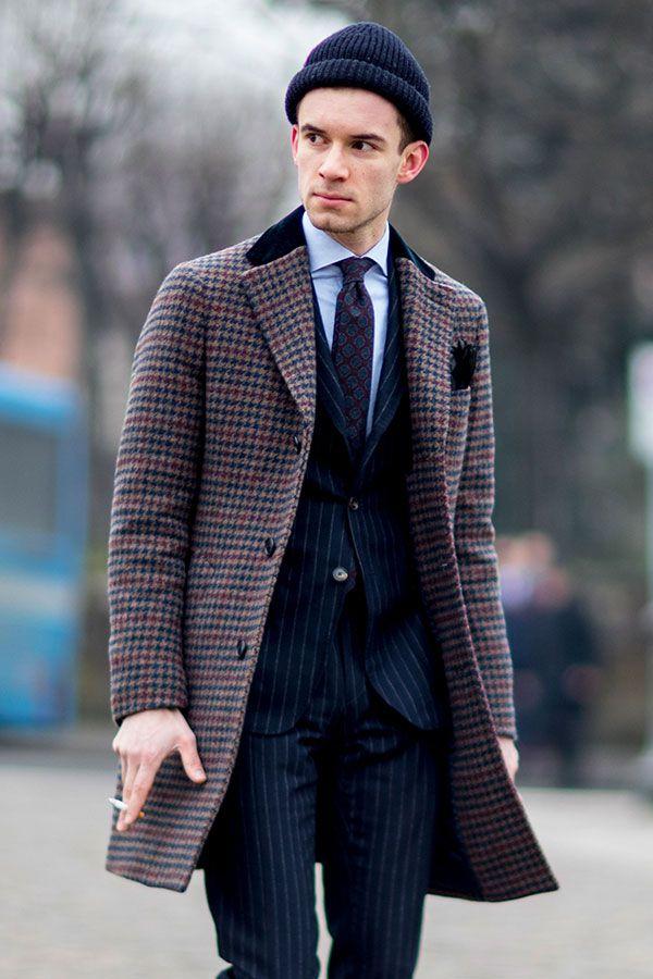 ネイビーニットキャップ×ガンクラブチェックチェスターコート×ネイビーストライプスーツ×青シャツ×小紋ネクタイ