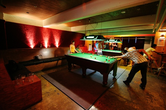 Hotel Discovey in Melbourne. This great hostel has a basement bar, huge rooftop and a cinema.