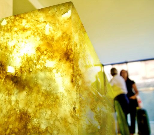 OKITE Pietre Preziose is the world's first quartz surface that allows the light to flow through, recreating the warm and sophisticated atmosphere of natural onyx