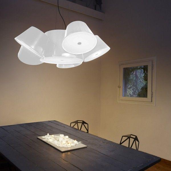 Marset Tam Tam mini hanglamp. Je kunt met deze leukerd elke hoek van een wat kleinere ruimte verlichten. @marsetbarcelona #Marset #verlichting #hanglampen #lamp #design #Flinders