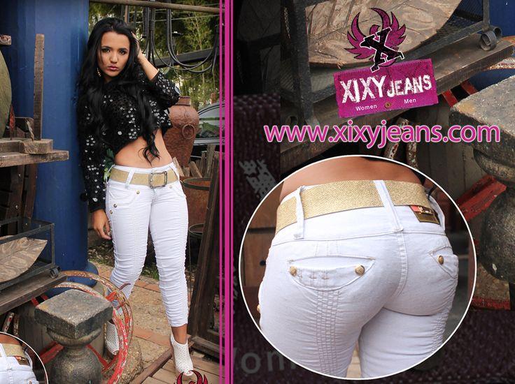 Jean para mujer tono claro y con correa. Tela stretch, levanta cola y bota tubo. Jeans colombianos #jean #denim #moda #ropa #look #Clothing