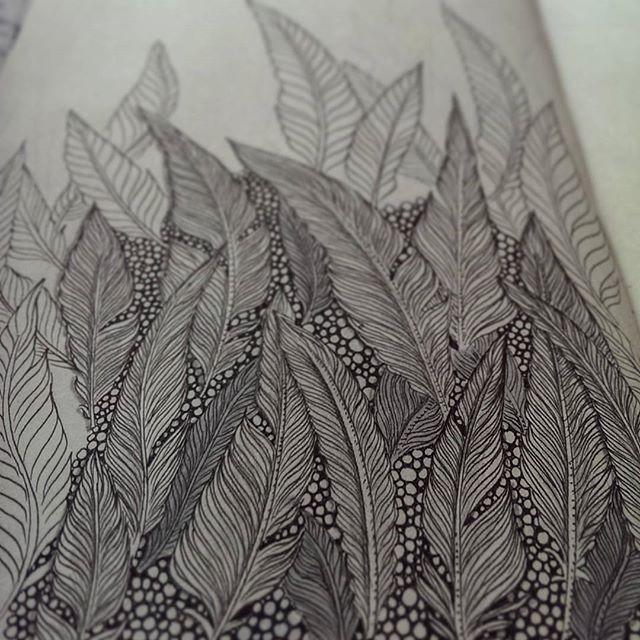 Экзамен на полубога перьев провален, мне кажется хд  #sketchbook #sketch #doodle #doodles #feathers #lineart #linework #artshare #art #dotwork