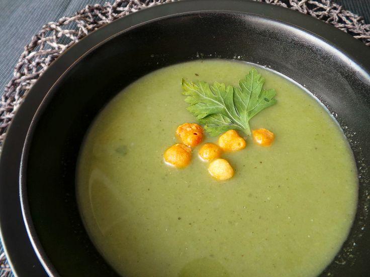 Vegan Celery Creme Soup. Recipe: http://fetchveg.blogspot.hu/2015/01/light-celery-creamsoup.html