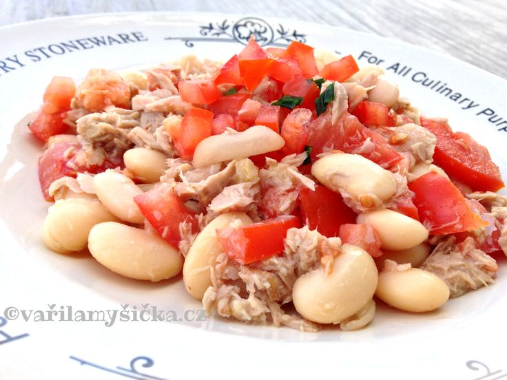 Fazolový salát s tuňákem a rajčaty