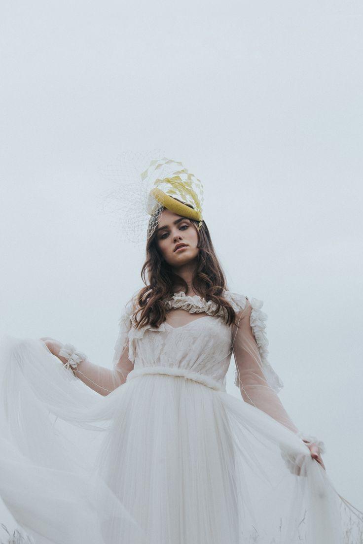 vestido  de Castellar Granados muah Oui Novias tocado de Conchitta
