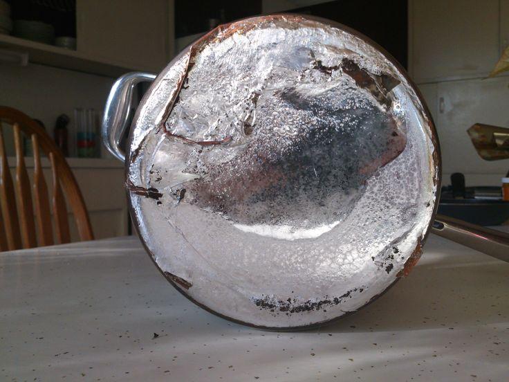 My Emeril pan melted: lucky nobody got injured, liquid aluminium flew across the ktichen.