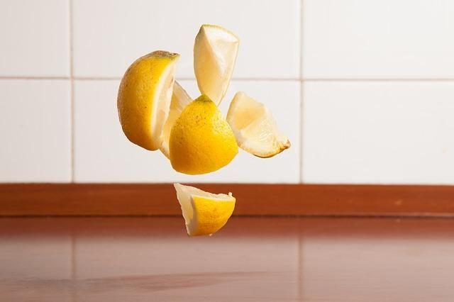 Agua tibia con limón en ayunas | Sentirse bien es facilisimo.com